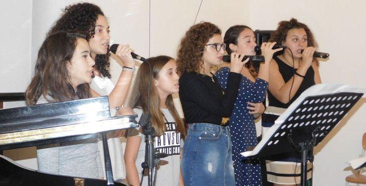 """Gela. Il 22 ottobre è ricorso il duecentesimo anno della nascita di Bahá'u'lláh, parola che tradotta vuol dire """"Gloria di Dio"""". A Gela da un ventennio esiste una folta comunità Bahá' í, che ne persegue il messaggio religioso. A Palazzo Pignatelli è..."""
