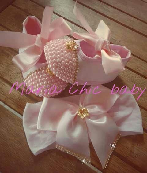 Calzado infantil con perlas rosadas