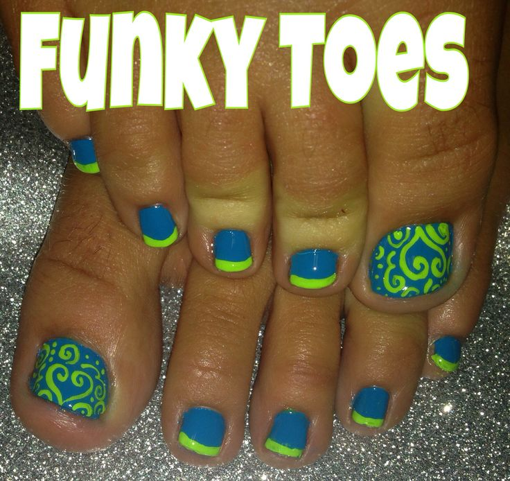 Her toes are definitely ugly but the Polish colors are A-1 and those close to Seattle Sounders & Seattle Seahawks colors #LetsGoSeattle !!!!!