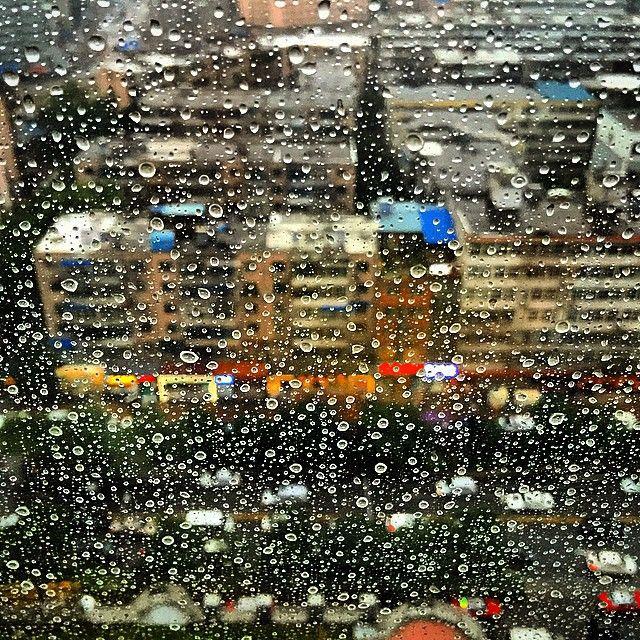 """Rain beads """"hanging in' there""""!  #Taiyuan #rain #beads #raindrops #window"""