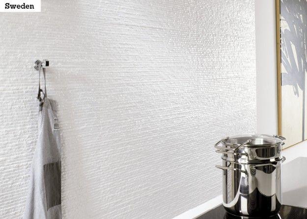 Hillityn hauska valkoinen seinälaatta on EV Sweden 33,3x100 cm.
