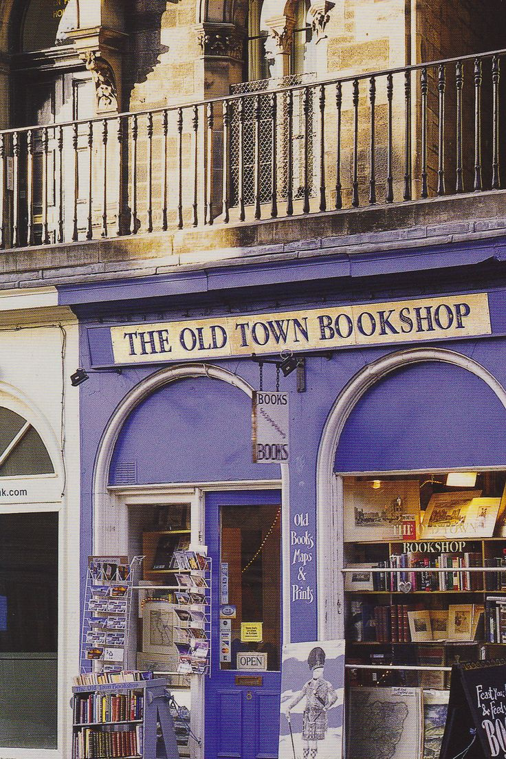 Old Town Bookshop, Edinburgh. Owned/run by the Valentine Guest House's next door neighbour! Although on Victoria Street you can see Victoria Terrace above, they meet off to the right!!
