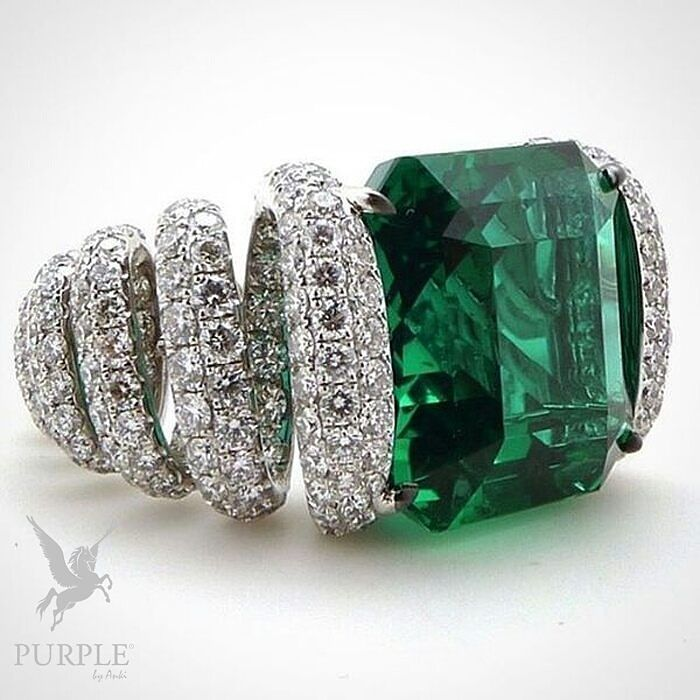 Feel the beauty with this Spring Ring an exceptional Emerald set upon diamond…