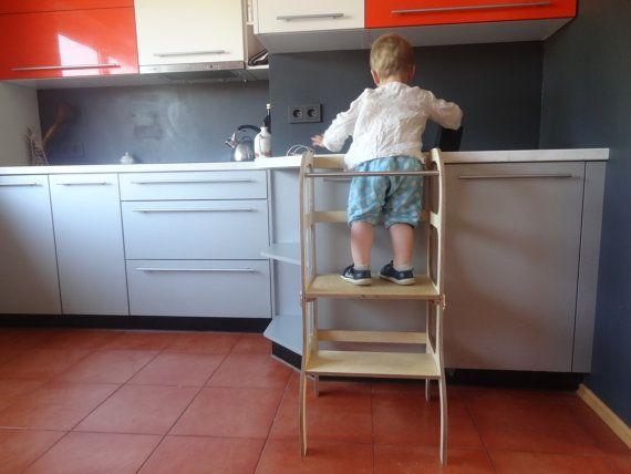 Leren toren / stap kruk voor peuter die gemakkelijk kan worden omgezet naar tafel en stoel.  Na het helpen van moeder in de keuken te schillen van aardappelen en diner te bereiden, kunnen de kleine helper moe. De toren leren kan eenvoudig worden omgezet naar tafel en stoel, dus weinig helper kunt neem een rust, wat pret met het speelgoed hebben, of misschien gewoon bereid diner aan zijn eigen tafel genieten van!  Little helper transformator opstapje / tafel / stoel: + handgemaakt uit 15mm…