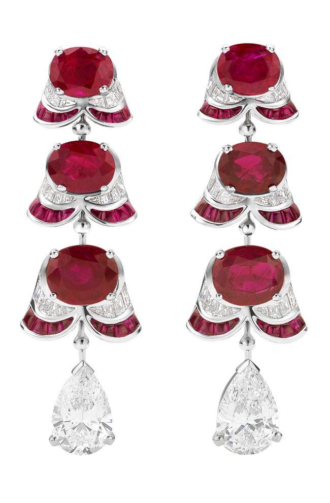 Pendientes en cascada con diamantes y rubíes de la colección de alta joyería de Bulgari.