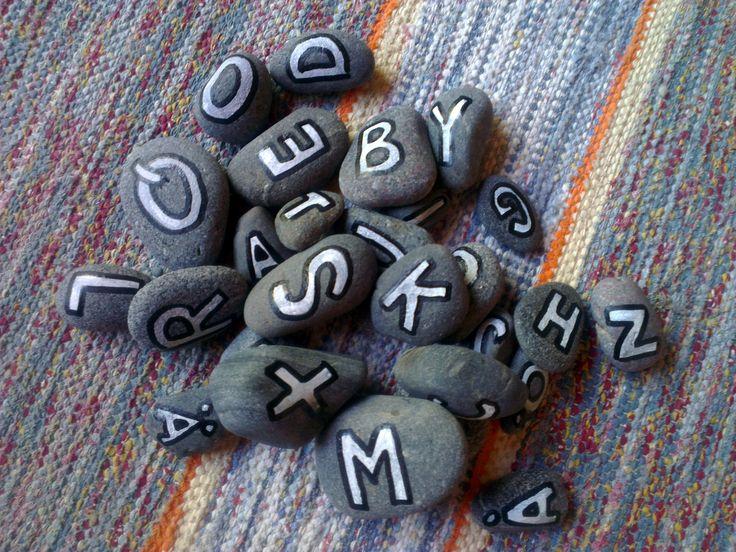Aakkoskivet - aakkosjärjestys, vierasperäiset kirjaimet, vokaalit / konsonantit, sanan alkukirjain... Erilaisiin kirjain / äänneharjoituksiin.