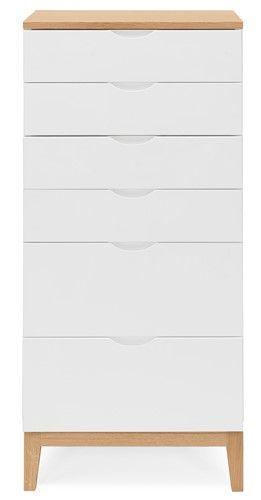 Byrå Frida i ek och vitlack är en stilren förvaringsmöbel som passar både i sovrummet, vardagsrummet, hallen eller varför inte köket? Det finns alltid något som behöver stuvas undan och då kan man lika gärna göra det snyggt!    Frida finns i vitlack, ek eller i kombinationen vitlack med ben och toppskiva i ek.  I serien finns även en byrå med 3+2 st lådor och ett sängbord.