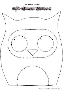 owl cushion tutorial from : The Craft Revival blog. Free
