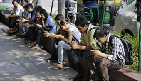Smartphones to make up 62% of all mobile sales in India by 2018   As smartphone penetration matures via @Affimity