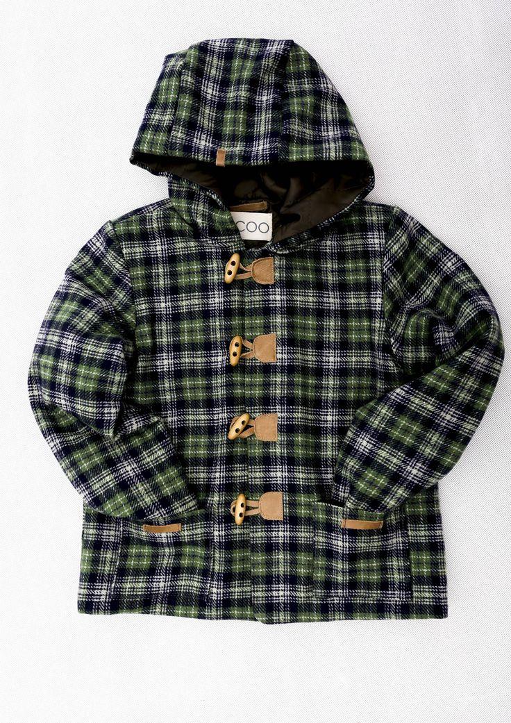 Laboy / Kurtka. Oryginalna kurtka w niebiesko-zieloną kratę z pikowaną, lekko ocieplaną podpinką w kolorze ciemnej  zieleni, z dużym kapturem wyłożonym podpinką, idealna na wiosnę i jesień,szyku dodają zapięcia na drewniane guziczki z elementami naturalnej skórki w kolorze kamelu. #fashion #boy # bocoo #kids
