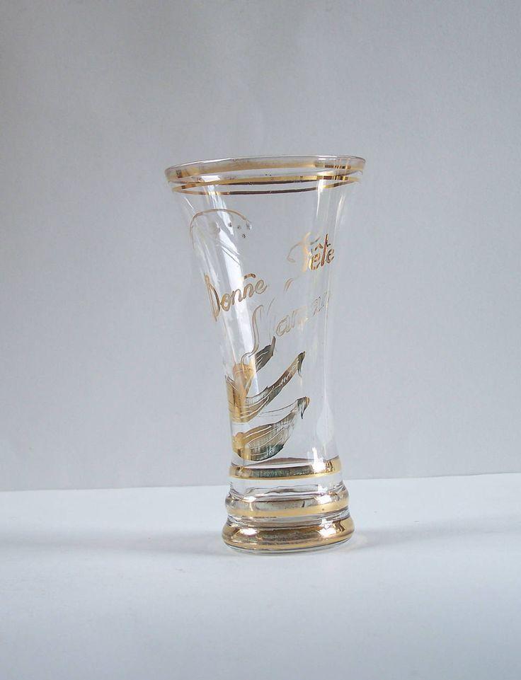 """Grand verre 1950 décor """"Bonne Fête Maman"""" muguet décor blanc et or  liserés or  verre tulipe 1950 vintage Made in France de la boutique MyFrenchIdeedAntique sur Etsy"""