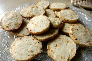 Biscuits apéritifs à l'oignon et à la crème