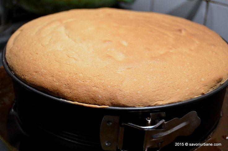 Prajitura rasturnata cu mere si caramel este una dintre favoritele mele. Seamana cu tarta Tatin dar blatul este un pandispan vanilat. Stratul de caramel