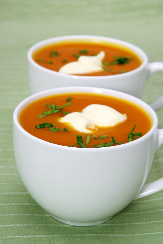 """Het lekkerste recept voor """"Kruidige pompoensoep met gember"""" vind je bij njam! Ontdek nu meer dan duizenden smakelijke njam!-recepten voor alledaags kookplezier!"""