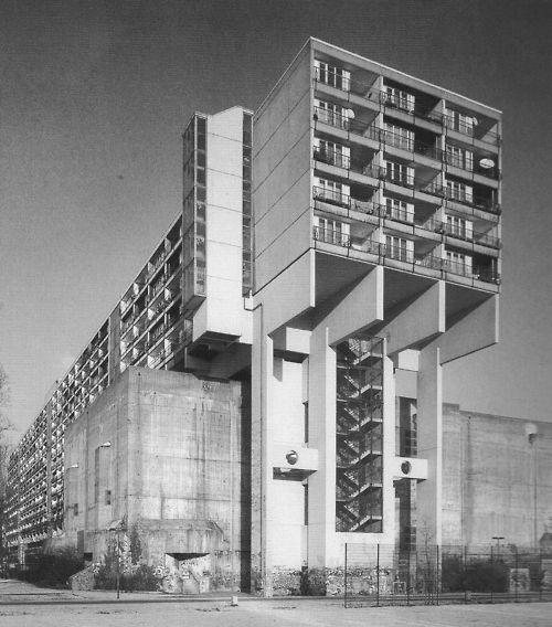 """Jürgen Sawade Arch.: """"Pallasseum"""", housing, Berlin, 1977. Or """"Wohnen am Kleistpark"""" or """"Sozialpalast"""" (""""Social Palace"""")."""