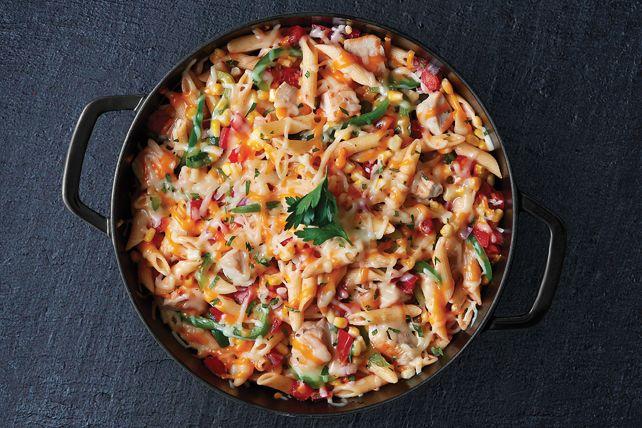 La salsa est l'ingrédient clé pour préparer une savoureuse sauce éclair. Essayez-la pour réaliser cette casserole de pâtes au poulet et au fromage.