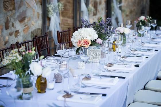 country wedding - wedding reception - wedding decor - wedding table setting - country wedding reception - wedding in tuscany ph. Joshua D'hont