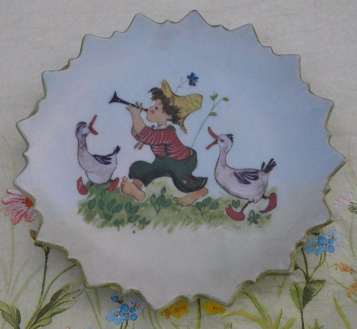 Klein antiek porselein bord,Litle Boy&Ganzen.