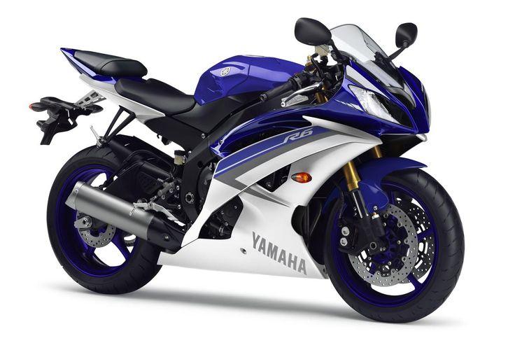 R6'daki her şey üstün viraj alma, sürücü ve makinenin bir bütün olarak çalışması için tasarlanmıştır. Şasisi, size jilet gibi keskin ve ultra hassas yol tutuş ve en uygun parkur performansı için ayarlanabilir ön çatallar verir. #yamaha #yamahamotor #motosiklet #yzfr6 #r6 #motorcycle #yamahaturkiye #supersport