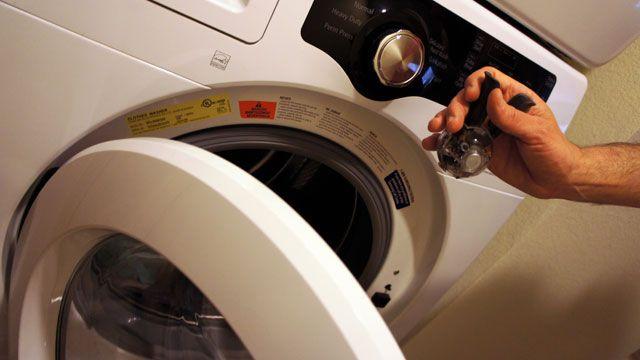 Βαζεί πιπέρι στo πλυντηρίο γιατί; Το κόλπο που θα σας ξετρελάνει        Έχετε παρατηρήσει πως τα χρώματα των ρούχων σας ξεθωριάζουν πολύ εύκολα; Μήπως έχετε βαρεθεί να χρησιμοποιείτε συνέχεια χρωμοπαγίδες και θέλετε να βρείτε ένα απλό οικονομικό