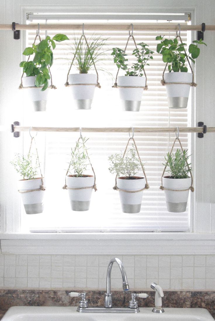 DIY Indoor Hanging Herb Garden //  For More Ideas Checkout: http://myquirkycreation.com/category/gardening/
