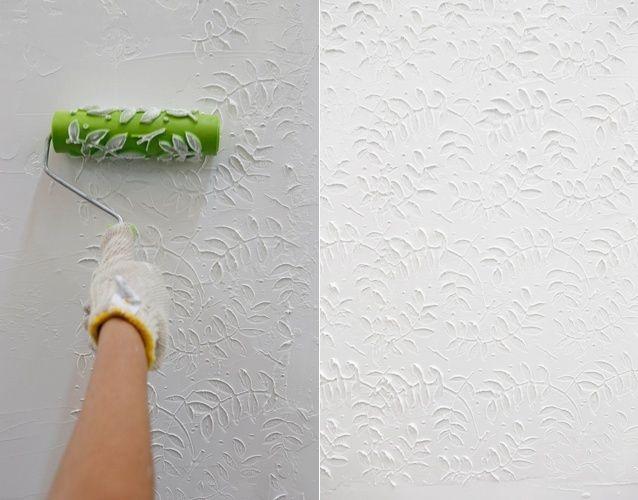 E, por fim, aplique o rolo carimbo sobre a massa, estampando a textura de folhas em relevo. Para destacar o desenho, use uma iluminação especial e, pronto, o ambiente mudou!