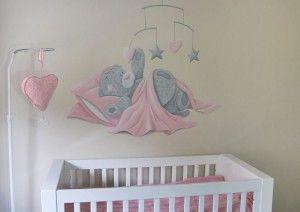 Me to you beertje voor in de babykamer in oud roze tinten. Kan ook voor een jongen gemaakt worden door de kleuren aan te passen. Gemaakt door BIM Muurschildering.
