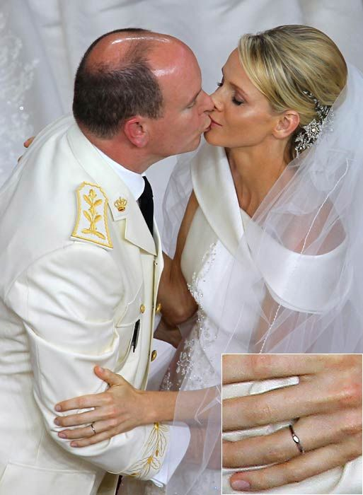 When Princess Charlene married Prince Albert of Monaco, the couple exchanged 18-carat white gold platinum rings by Cartier.