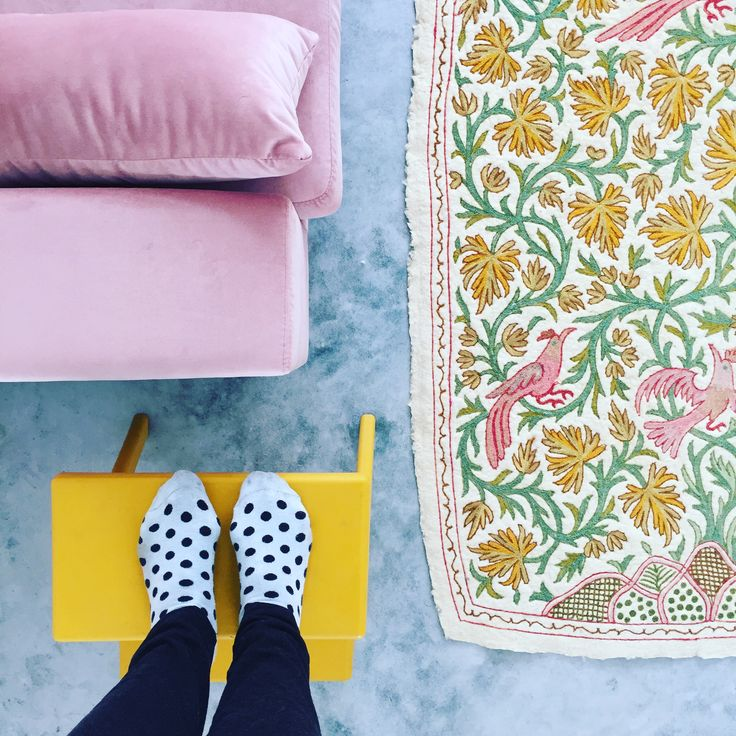 velvet pink couch, vintge wallart
