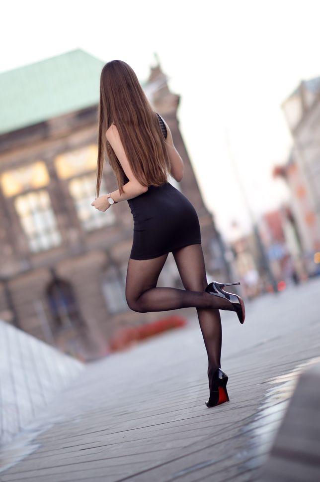 ...help! I have nothing to wear! - kobiecy blog o modzie: Czarna dopasowana sukienka, czarne rajstopy i lakierowane szpilki