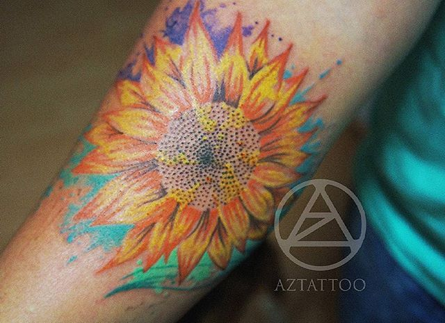 Girasol en @aztattoostudio #art #artwork  #aztattoostudio #tatuadorasmexicanas #femaletattooartist #inktattooinspiration #inkredible #inktattoos #mywork #ink #tattoo #fullcolor #fullcolortattoo #color #colortattoo #watercolor #sunflower #sunflowertattoo #girasol #girasoltattoo #watercolortattoo #flower #flowertattoo