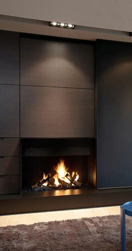 Camini aperti guida 100 idee per il camino perfetto shelving - Contemporary linear fireplaces cover idea ...