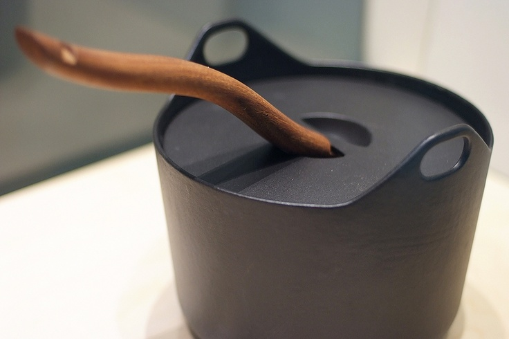 Timo Sarpaneva's pot from 1960,  Iittala. Photo: DesignAgenda