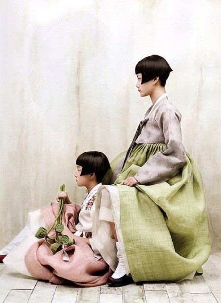 Koreńskie szlafroki - idealne dla grubych bab :) (photos from Korea Vogue)