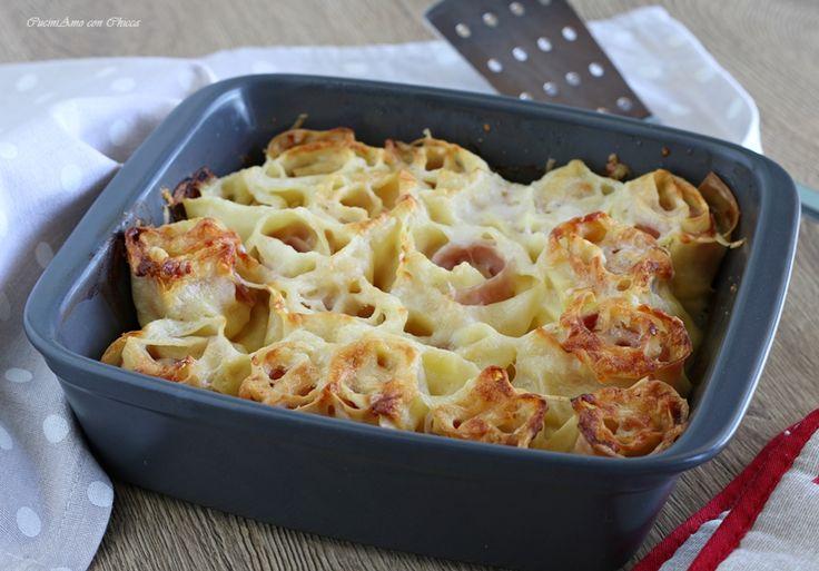 Nidi di pasta fresca con prosciutto e besciamella