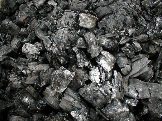 Не забывайте, что древесная зола — ценнейшее удобрение. Она содержит в доступной форме все питательные вещества, необходимые растению (за исключением азота), но особенно она богата калием. Применение Древесная зола является хорошим калийным и фосфорным удобрением для кислых или нейтральных почв. Помимо калия и фосфора, которые находятся в золе в легкодоступной для растений форме, зола содержит кальций, магний, железо, серу и цинк, а также многие микроэлементы, необходимые овощам, ...