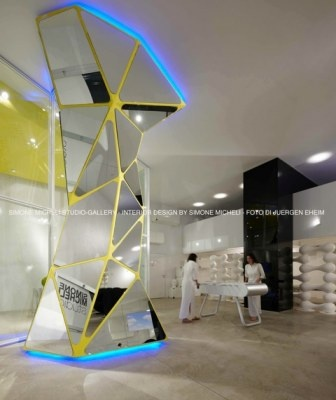 Euromobil, for its 40°design anniversary, with living items and IT-IS tables decorates the brand new Simone Micheli's studio space and if twill be opened in the chance of Salone del Mobile 2012 in Lambrate, via Ventura.