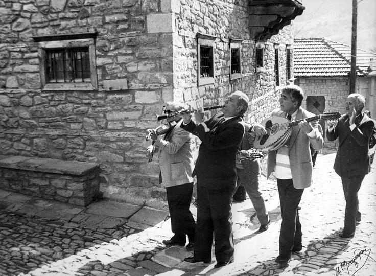 folk street musicians (traditional instrument clarinet)