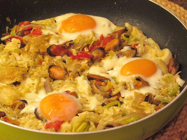 As receitas lá de casa: Salteado de mexilhão com legumes e ovo