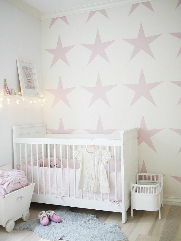 wandgestaltung mädchenzimmer rosa tapetenmuster sterne