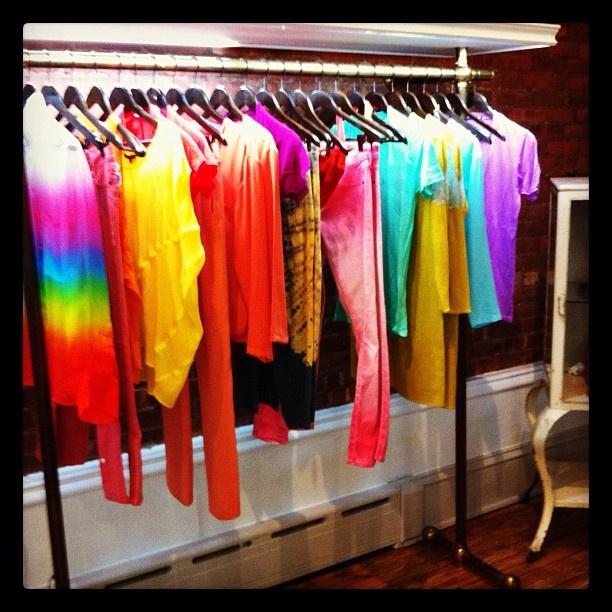 Rainbow racks at Curve NYC! #trendalert #balmain #christopherkane #jennikayne #motherjeans #carven #shopcurveTrendalert Balmain, Carven Shopcurv, Motherjean Carven, Balmain Christopherkan, Jennikayne Motherjean, Christopherkan Jennikayne, Rainbows Racks, Curves Nyc