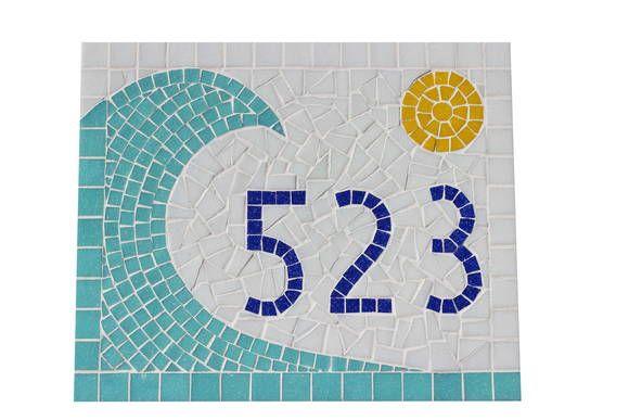 Número de mosaico no tamanho 25x30 cm, com aplicação de pastilhas de vidro sobre placa cerâmica para ser assentado em áreas externas.   *ESTE MODELO TAMBÉM PODE SER FEITO NO TAMANHO  20x25 OU 25x35 cm.  *O PRAZO DE CONFECÇÃO DA PEÇA É DADO EM DIAS ÚTEIS E DEVE SER SOMADO AO PRAZO DE ENVIO PELOS CORREIOS* R$ 120,00