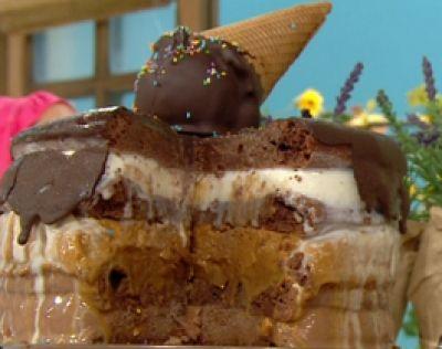 Torta brownie helada: capas de torta, capas de helados( de chocolate, almendras, de dulce de leche, de crema amercana)