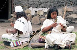 Sequinkuta: Apprentice Mamo learning to weave a traditional hat under the guidance of an elder Mamo