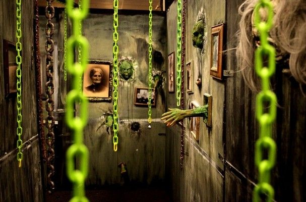 217 best images about halloween garage haunts on pinterest for Haunted house hallway ideas