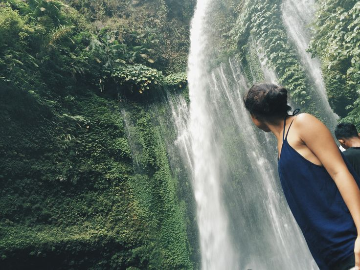 when him took photo for me 😒  #sendanggilewaterfall #waterfall #waterfalls #senggigi #lombok #indonesia #motorbike #travel #travelgram #backpacking #thisismycartoonctlife