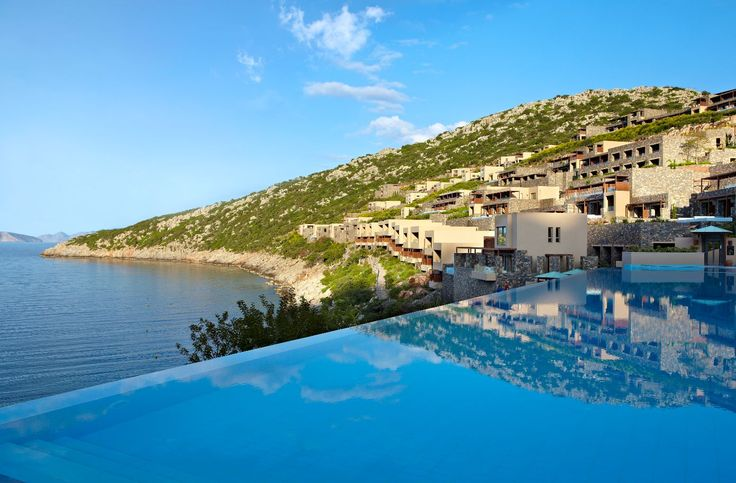 Do you wish you could have a dip at the infinity pool and enjoy sunbathing?  #pool #daioscove #sun