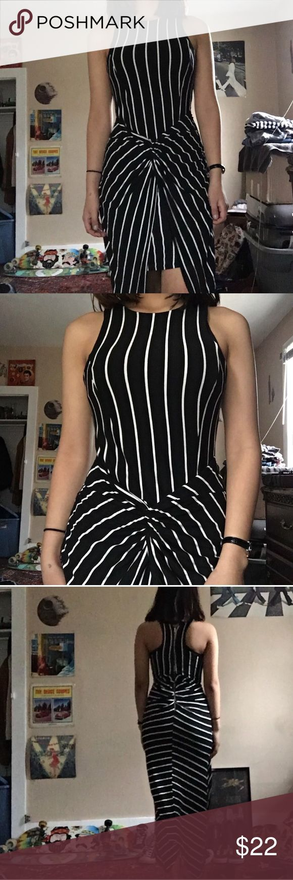 The dress how to see it both ways - Stripped Maxi Dress Black And White Vertically Stripped Dress Both Knee Length And Maxi
