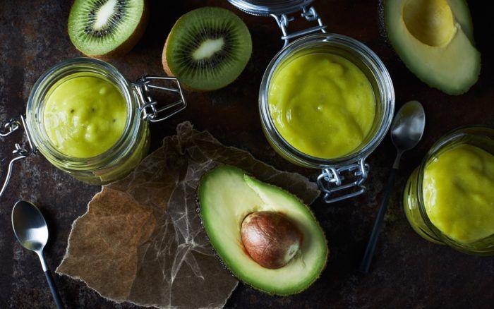 Grön frukostsmoothie med avokado och kiwi. Foto: God Morgon Juice