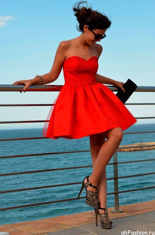 Девушка на каблуках в коротком платье фото 785-931